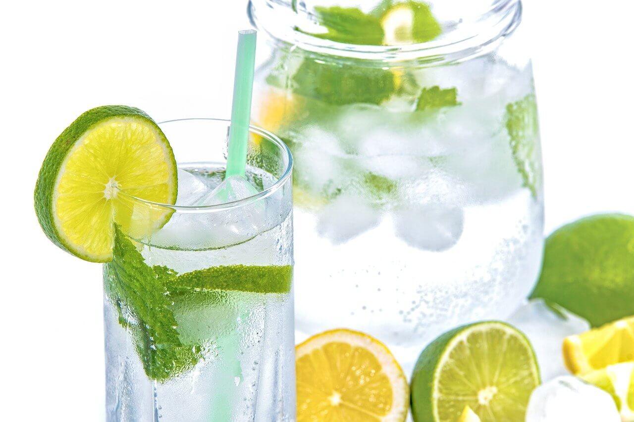 Tipps für starkes Bindegewebe: Wasser trinken